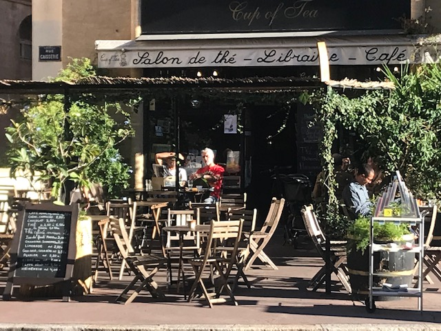 Cup-of-Tea-Saon-de-the-thé-Librairie-Café-Marseille